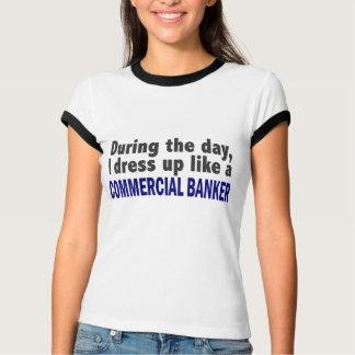 T-shirt Banquier commercial au cours de la journée