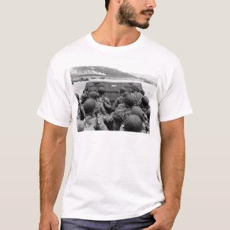 T-shirt Barge de débarquement de LCVP approchant la plage