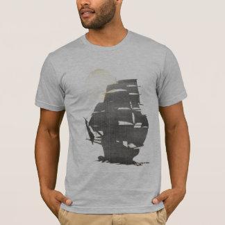 T-shirt Bateau de pirate vintage dans la brume