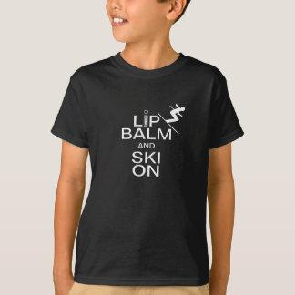 T-shirt Baume à lèvres et ski dessus