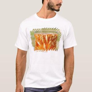 T-shirt Beaucoup poisson rouge qui sont dans le récipient