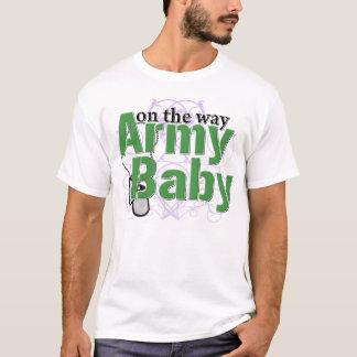 T-shirt Bébé d'armée sur le chemin