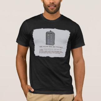 T-shirt bleu de parodie de cabine téléphonique de