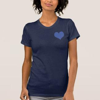 T-shirt bleu doux mignon de marine de coeur