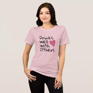 T-shirt boissons bien avec d'autres