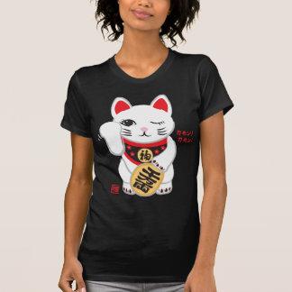 T-shirt bon-chance montrant la pièce en t du doigt de chat