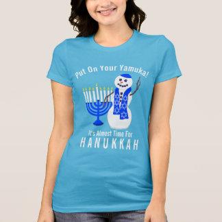 T-shirt Bonhomme de neige de Hanoukka mignon mis dessus