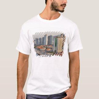 T-shirt Bord de mer avec l'horizon de ville de Yantai,