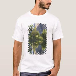 T-shirt CA, Yosemite NP, EL Capitan s'est reflété dans