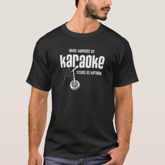 T-shirt Ce qui se produit au karaoke