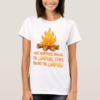 T-shirt Ce qui se produit autour du feu de camp