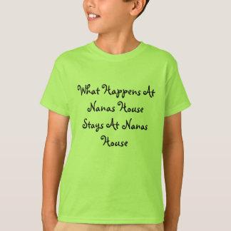 T-shirt Ce qui se produit aux séjours de Chambre de Nanas