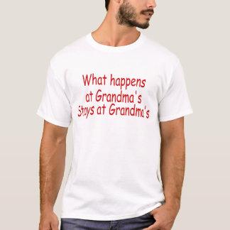 T-shirt Ce qui se produit aux séjours de la grand-maman à