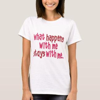 T-shirt Ce qui se produit avec moi des séjours avec moi