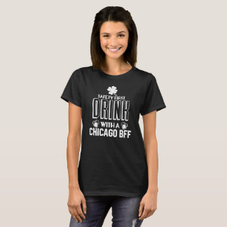 T-shirt Célébrez St Patrick. Buvez avec une Chicago BFF !