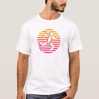 T-shirt cercle femelle de coureur avec le rose