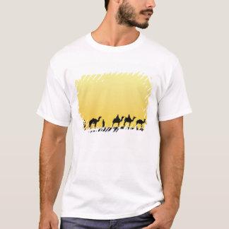 T-shirt Chameaux et conducteur de chameau silhouetté au