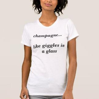 T-shirt champagne… comme des rires bébêtes dans un verre