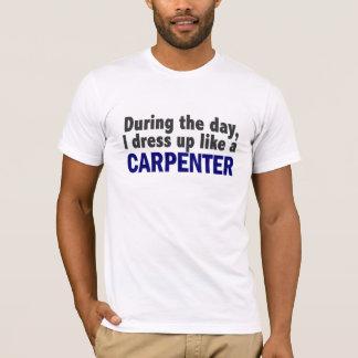 T-shirt Charpentier au cours de la journée