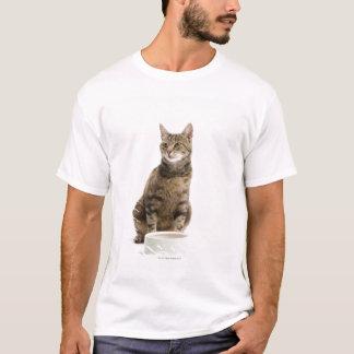 T-shirt Chat par la cuvette