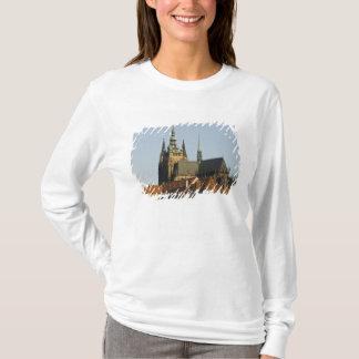 T-shirt Château de cathédrale et de Prague de St Vitus, un