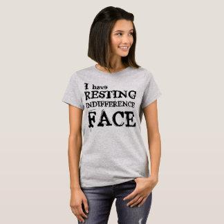 T-shirt Chemise de repos de visage d'indifférence