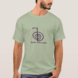 T-shirt chemise foncée de praticien de reiki