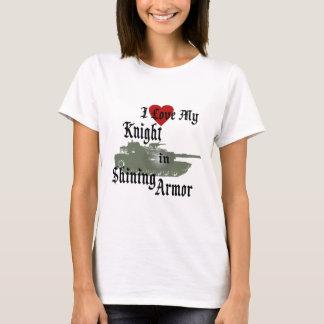 T-shirt Chevalier dans le réservoir brillant d'armure