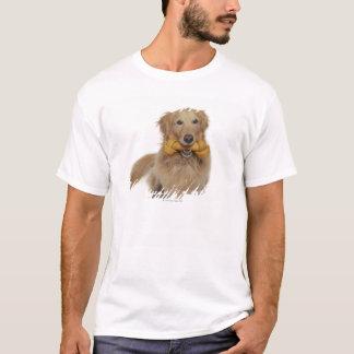 T-shirt Chien de golden retriever tenant l'os dans la