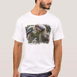 T-shirt Cigognes et jeunes peints une au nid, Keoladeo
