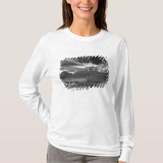 T-shirt Cirrus Au-dessus des oiseaux aquatiques lac, Banff