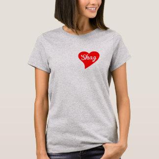 T-shirt Coeur rouge de tapis à longs poils, nuage