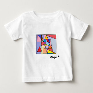 T-shirt coloré de triangles uniques