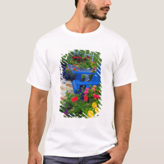 T-shirt Conception de jardin de récipient avec la chaise