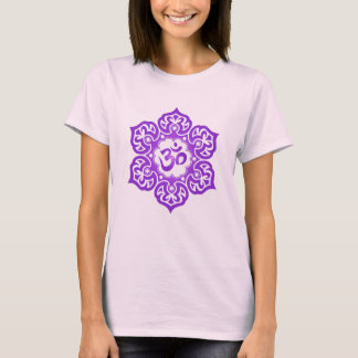 T-shirt Conception florale d'ohm (pourpre)