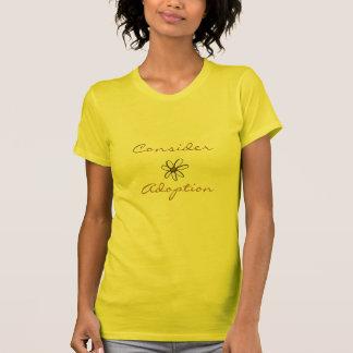 T-shirt Considérez la marguerite d'adoption