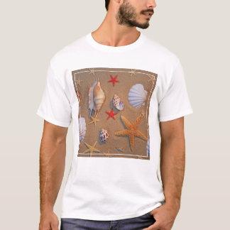 T-shirt Coquilles et étoiles de mer de mer disposées sur