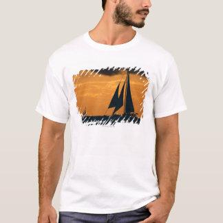 T-shirt Coucher du soleil et yacht