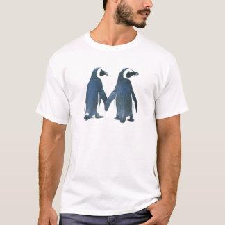 T-shirt Couples de pingouin tenant des mains