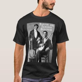T-shirt court foncé sérieux de la douille d'hommes