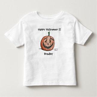 T-shirt court heureux d'enfant en bas âge de