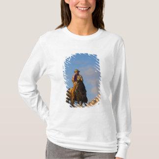 T-shirt Cowboy sur son cheval dans la neige
