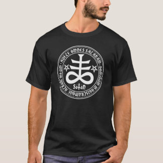 T-shirt Croix satanique avec le texte et les pentagones