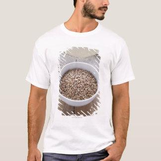 T-shirt Cuvette de grain de céréale et monticule de pâte