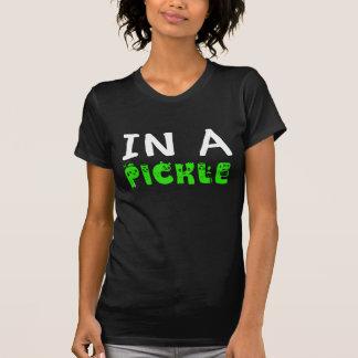 T-shirt dans des conserves au vinaigre