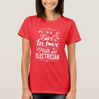 T-shirt Dans l'amour avec l'électricien