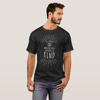 T-shirt Dans un monde où vous pouvez être quelque chose