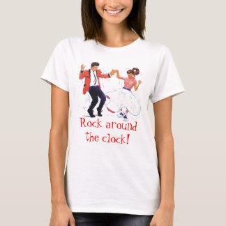 T-shirt danseur d'oscillation avec des chaussures de jupe