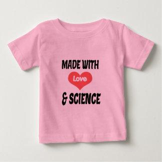 T-shirt de bébé d'amour et de science