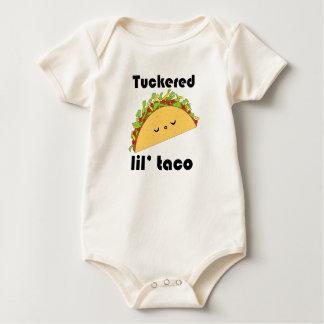 T-shirt de bébé de taco de Tuckered Lil'